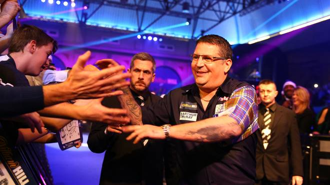 "Gary Anderson läuft zu ""Jump Around"" in den Alexandra Palace ein"