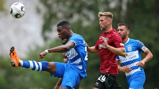 Kingsley Ehizibue (links) spielt künftig für den 1. FC Köln