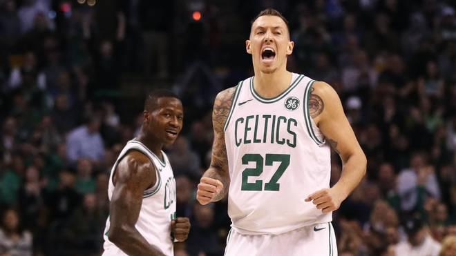 Daniel Theis (r.) befindet sich mit den Boston Celtics wieder in der Erfolgsspur