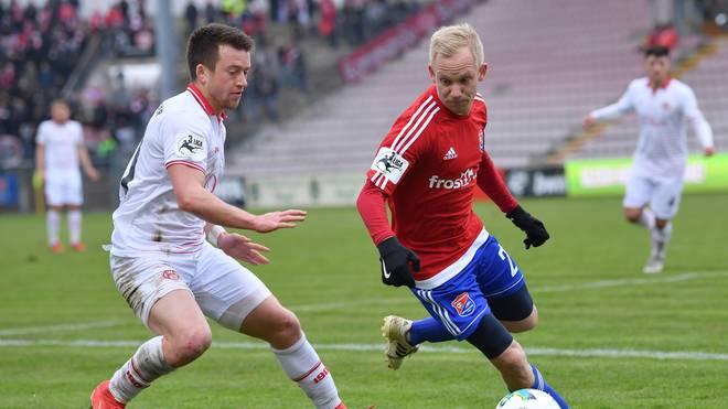 Die Spielvereinigung Unterhaching und die Würzburger Kickers kämpfen um den Einzug ins Finale des Toto-Pokals