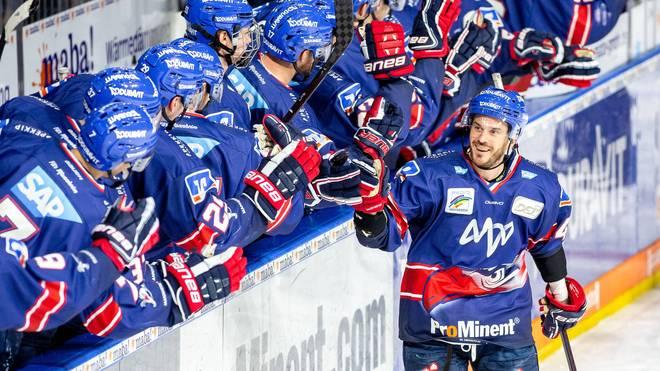 Die Adler Mannheim stehen als erstes Team im Halbfinale der DEL-Playoffs