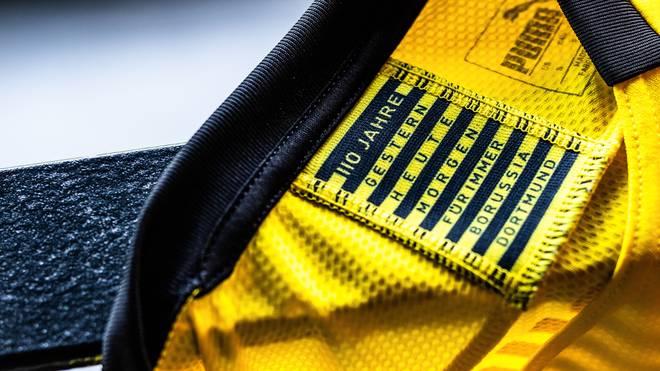 Das neue BVB-Trikot besticht durch einen besonderen Schriftzug am Kragen
