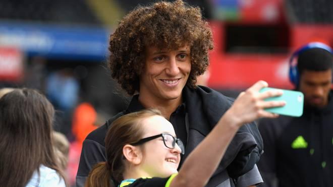 David Luiz steht seinen Fans gerne für Selfies zur Verfügung