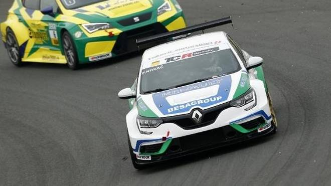 Renault Megane und Cupra TCR (hinten) greifen in der TCR Germany an