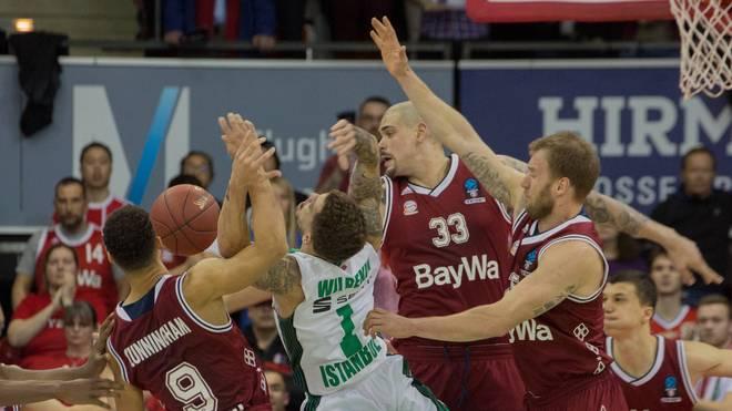 Auch wenn es hier so aussieht: Scottie Wilbekin bekamen die Bayern-Basketballer nicht in den Griff