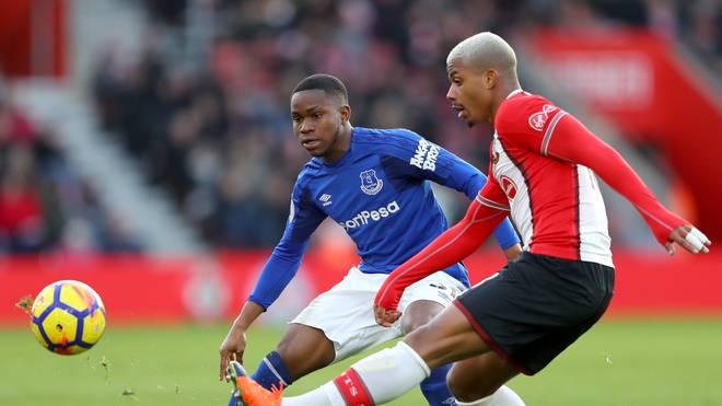Ademola Lookman (l.) steht beim FC Everton bis 2021 unter Vertrag