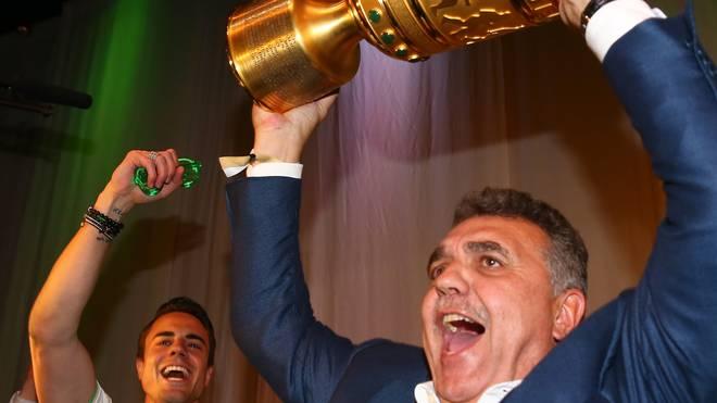 2015 feierte Francisco Javier Garcia Sanz (r.) den Pokalsieg des VfL Wolfsburg