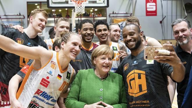 Basketball: Bundeskanzlerin Angela Merkel hat ihr Versprechen aus dem November eingelöst und nun ein Heimspiel der Chemnitz Niners besucht