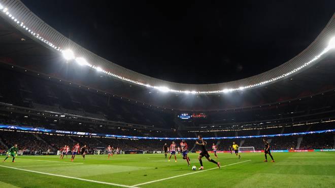 Im Stadion von Atletico Madrid kämpfen der FC Barcelona und der FC Sevilla um den spanischen Pokal