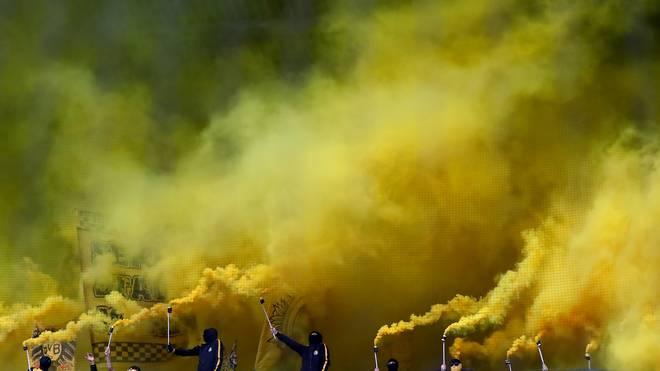 Wegen Pyrotechnik vor dem Spiel in Bremen wird Borussia Dortmund zur Kasse gebeten