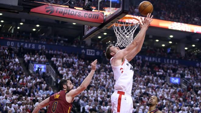 Jakob Pöltl wurde im Juli von den Toronto Raptors an die San Antonio Spurs transferiert