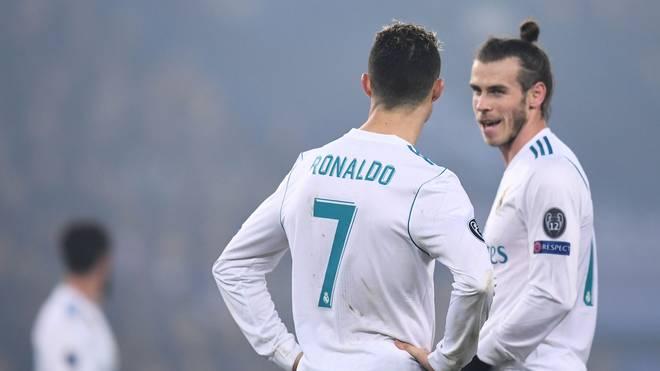 Gareth Bale (r.) spielt gegen Atletico von Beginn an