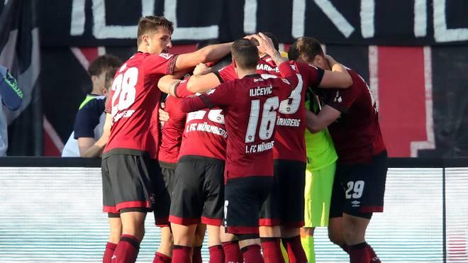 Der 1. FC Nürnberg meldet sich im Abstiegskampf zurück: Die Franken schlagen den FC Augsburg