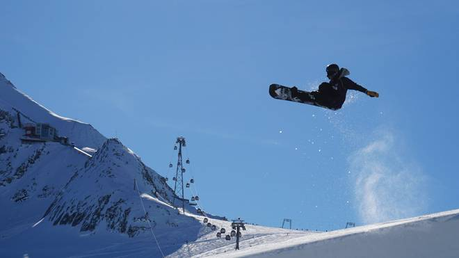 Olympia-Training in der Halfpipe am Kitzsteinhorn