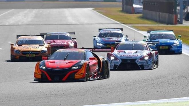 DTM und Super-GT beim Demolauf im japanischen Motegi 2017