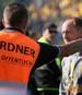 Sogar die Ordner trösteten Torsten Lieberknecht nach dem Abstieg von Eintracht Braunschweig