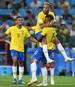 Paulinho (r.) brachte Brasilien sehenswert in Führung