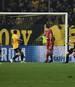 Javi Martinez (r.) trifft artistisch zum 1:0 für Bayern