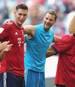 Manuel Neuer (2.v.r.) steht in der Liste der Spieler mit den meisten Bundesliga-Siegen auf Rang 10