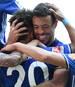 Schalkes Teamkollegen verteidigten Franco Di Santo (2.v.r.) gegen einen Fan