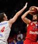 Basketball: Verzicht auf NBA-Draft - Philipp Herkenhoff bleibt in Vechta, Philipp Herkenhoff (links) spielte mit Vechta eine überragenden Saison in der BBL