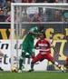 Wolfsburg-Stürmer Grafite düpiert am 4. April 2009 den FC Bayern und trifft zum 5:1