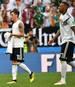Für Jerome Boateng (r.) geht die massive Kritik an Mesut Özil entschieden zu weit