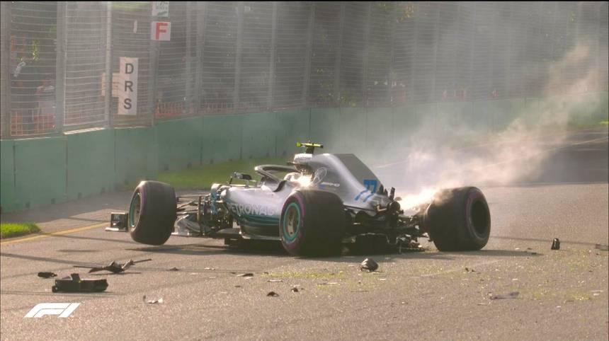 Für Rote Flaggen in Q3 sorgt dann ausgerechnet ein Mercedes. Valtteri Bottas wirft seinen Silberpfeil weg und schlägt in der Mauer ein