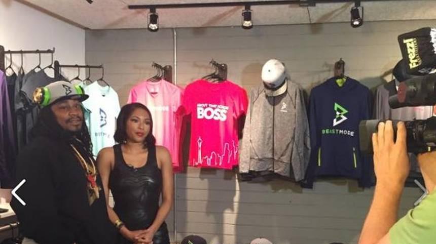Lynch hat mit Beastmode auch eine eigene Klamottenfirma. Seine Frau Alicia Quarles unterstützt ihn dabei